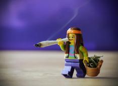 samsofy-lego-hippy-weed